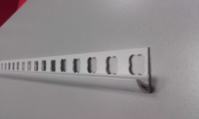 Lišta rohová HOBBY PVC 07 mm bílá   2,5 bm(OT010701012500)
